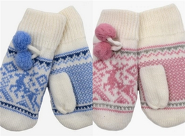 Mittens with Reindeer Pattern